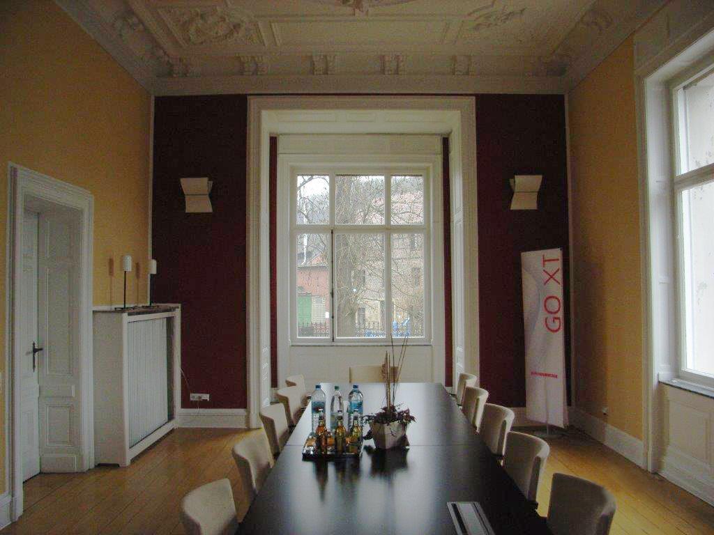 Gestrichene Altbauwände in geld und rot Hugo Groll Malerbetrieb Bochum